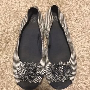 Good condition. size 8 NY&Co peep toe flats